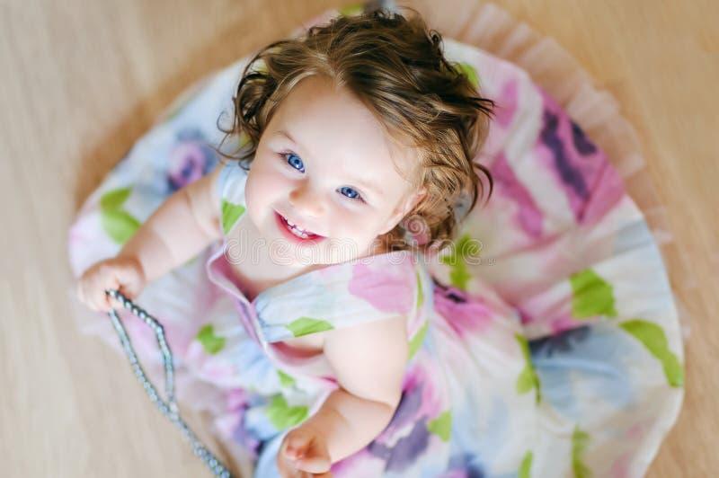 Bebê-menina com chaplet imagens de stock royalty free