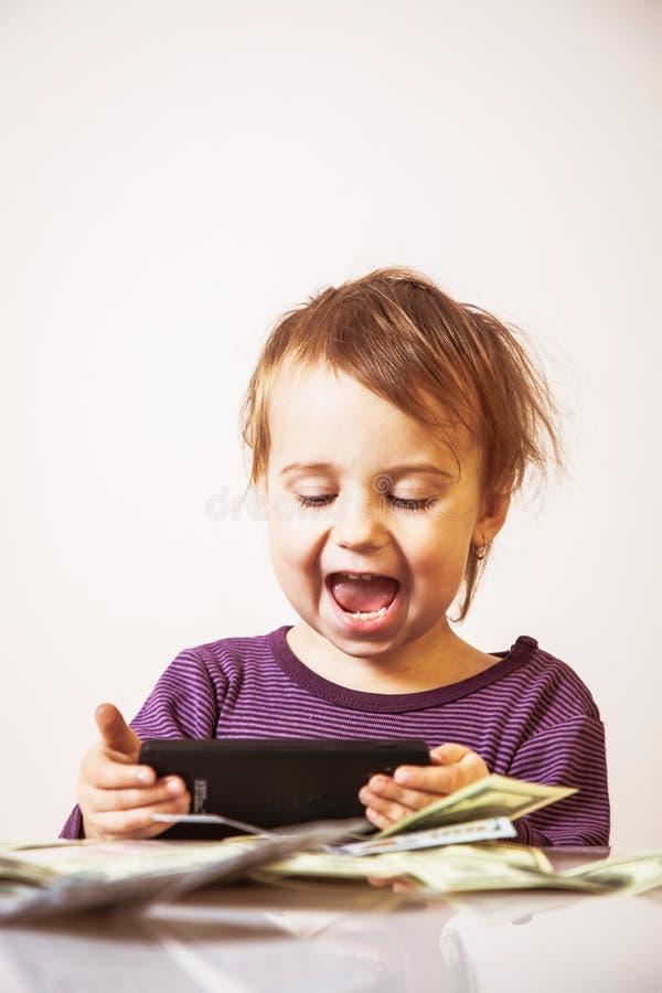 Bebê muito feliz do negócio com o bankno esperto do telefone e do dólar fotografia de stock
