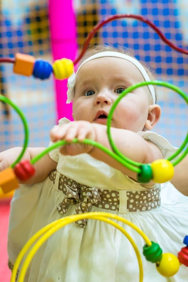 Bebê no berçário fotos de stock