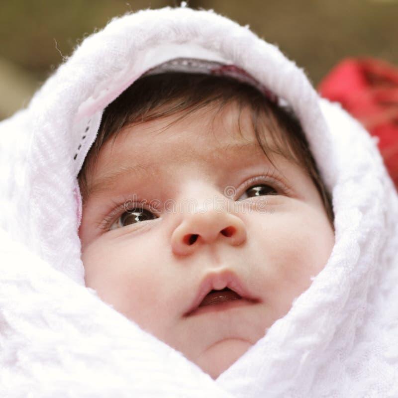 Bebê no coverlet imagens de stock royalty free