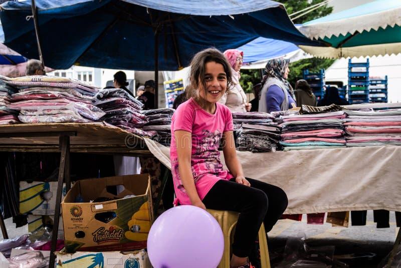 Bebê no dia turco tradicional do bazar na cidade de Cinarcik fotografia de stock royalty free