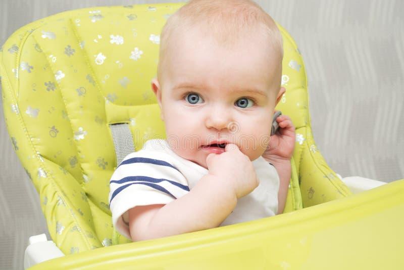 Bebê no highchair fotografia de stock