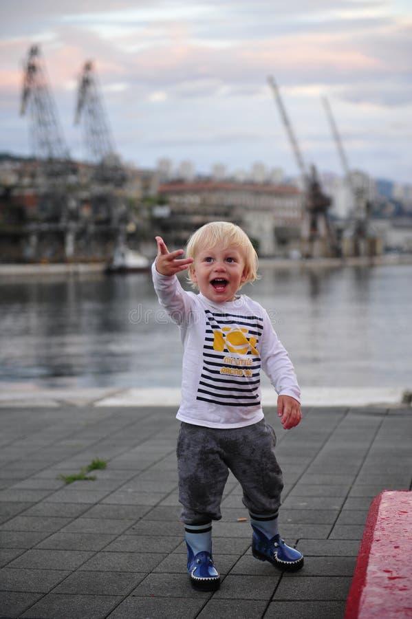 Bebê no porto fotos de stock