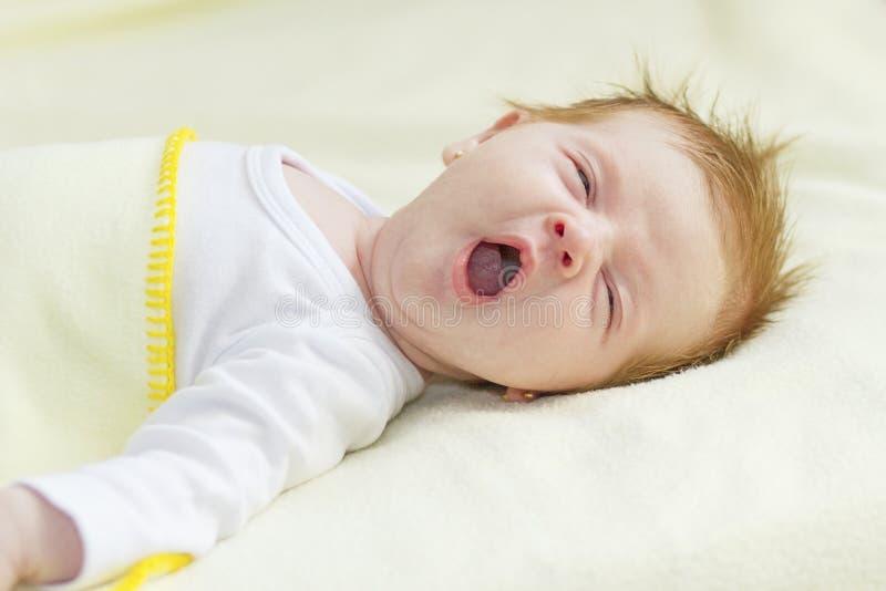 Bebê pasmado fotos de stock