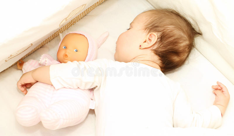 Bebê pequeno dos sonhos doces foto de stock