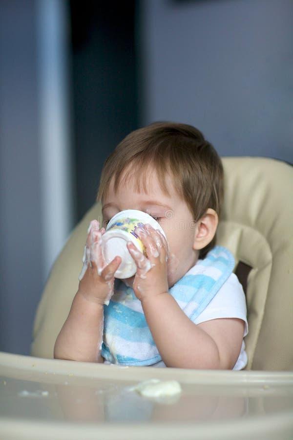 Bebê Que Come O Yogurt Imagens de Stock Royalty Free