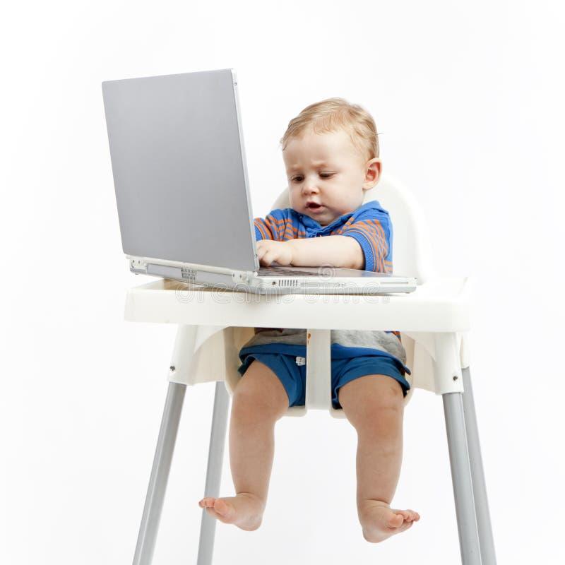 Bebê que conversa em linha imagem de stock royalty free