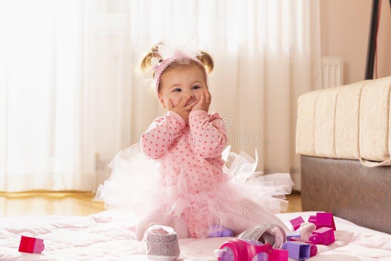 Bebê que envia beijos foto de stock royalty free
