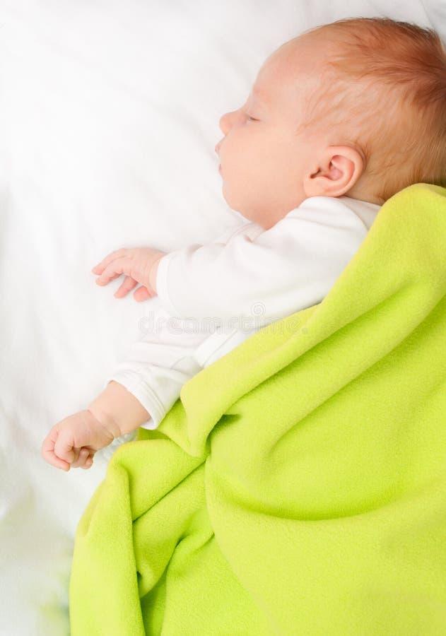 Bebê recém-nascido de sono fotos de stock