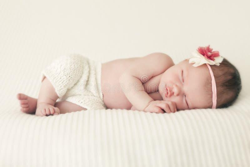 Bebê recém-nascido de sono fotos de stock royalty free