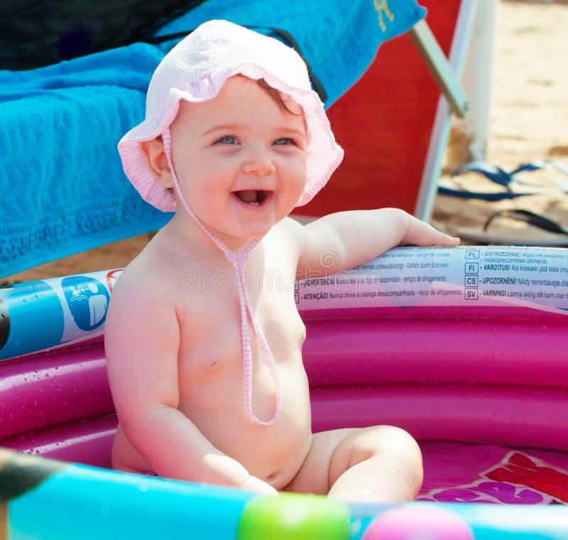 Bebê recém-nascido na associação inflável do th fotografia de stock
