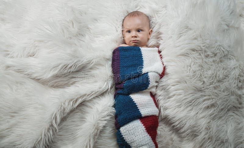 Bebê sério, acima do tiro imagem de stock