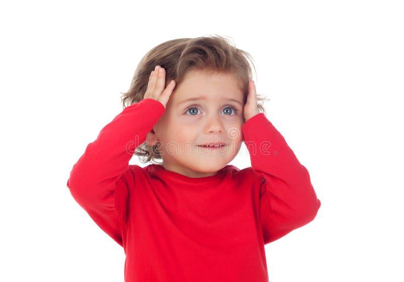 Bebê surpreendido com suas mãos na cabeça fotografia de stock royalty free