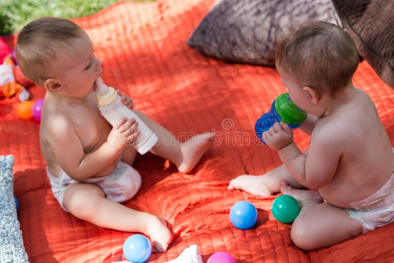 Bebês bonitos fotos de stock royalty free