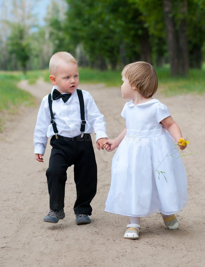 Bebês na caminhada fotografia de stock