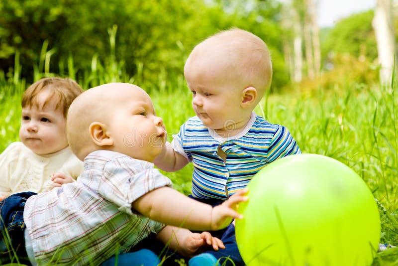 Bebês no ao ar livre fotos de stock royalty free