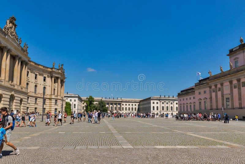 Bebelplatz fyrkant i det Berlin centret, Tyskland arkivfoto