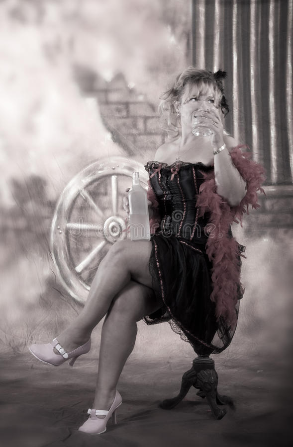 Beber da menina do bar fotografia de stock royalty free