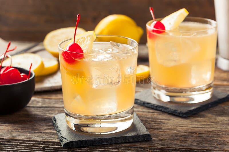 Bebida ácida caseiro do cocktail do uísque imagens de stock