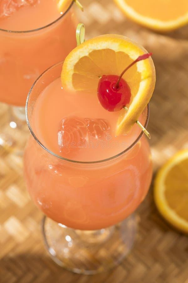 Bebida alcohólica hecha en casa del cóctel del huracán imagenes de archivo