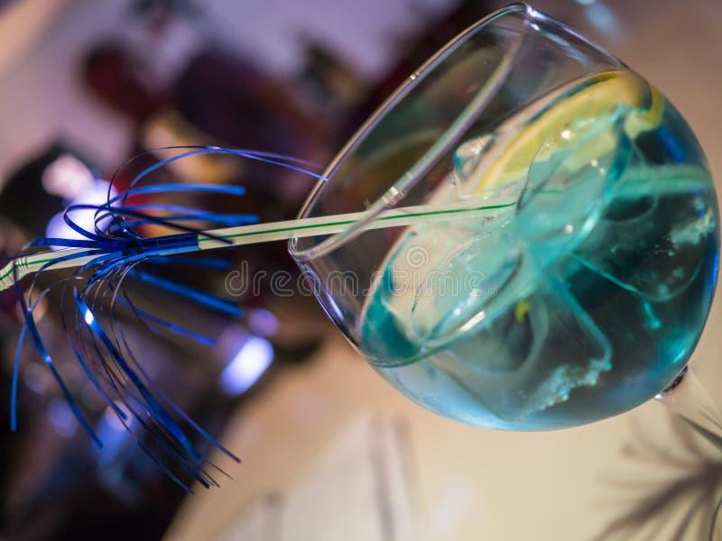 Bebida azul do cocktail foto de stock