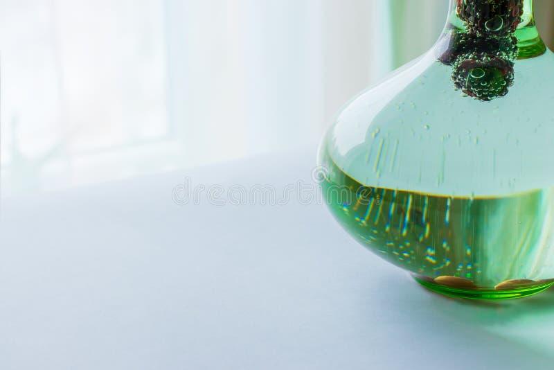 Bebida carbonatada com amoras-pretas imagens de stock