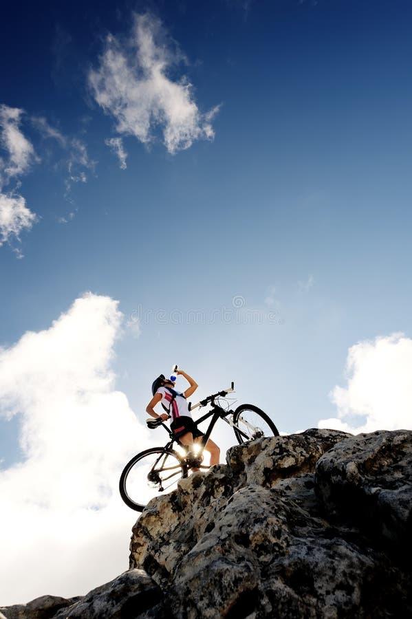 Bebida da bicicleta de montanha fotos de stock royalty free