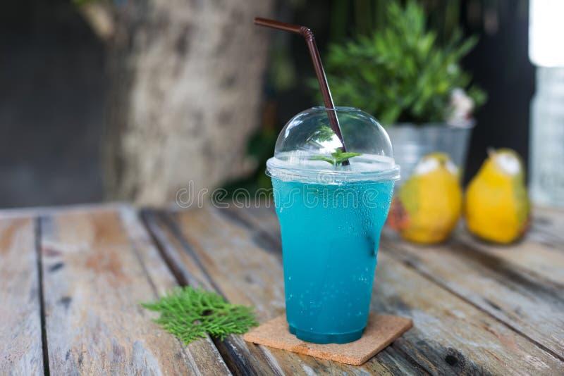 Bebida da soda de Havaí do azul de gelo imagem de stock