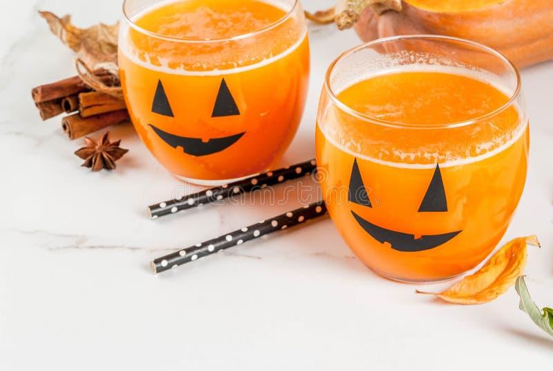 Bebida de la calabaza para el partido de Halloween fotografía de archivo