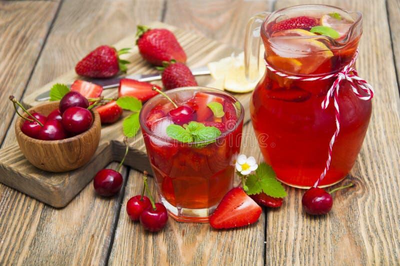 Bebida de la fresa imagen de archivo libre de regalías