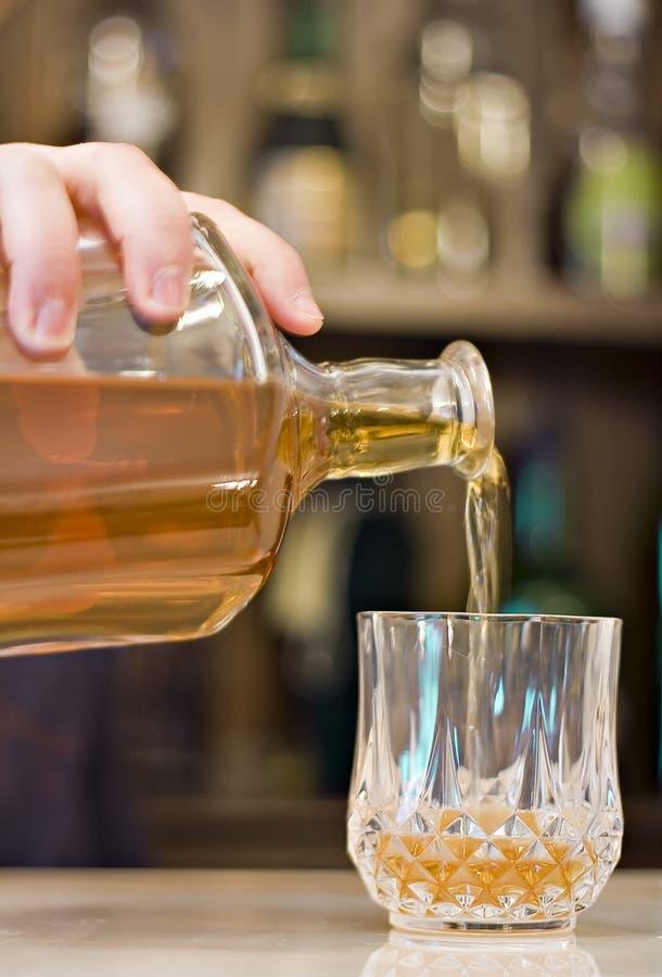 Download Bebida De La Porción Del Camarero Foto de archivo - Imagen de recreacional, relajación: 7278770