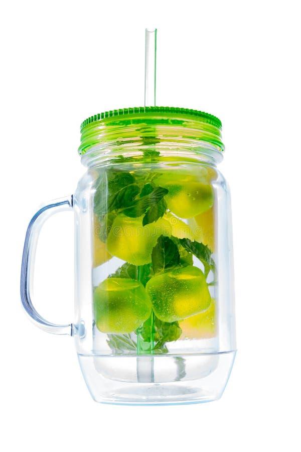 Bebida de refrescamento do verão dos cais e da hortelã fresca imagem de stock