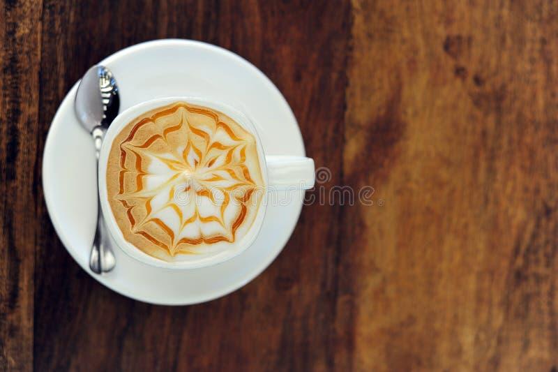 Bebida del café de la moca en la tabla foto de archivo libre de regalías