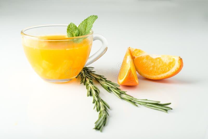 Bebida del espino cerval de mar con la naranja y el romero foto de archivo