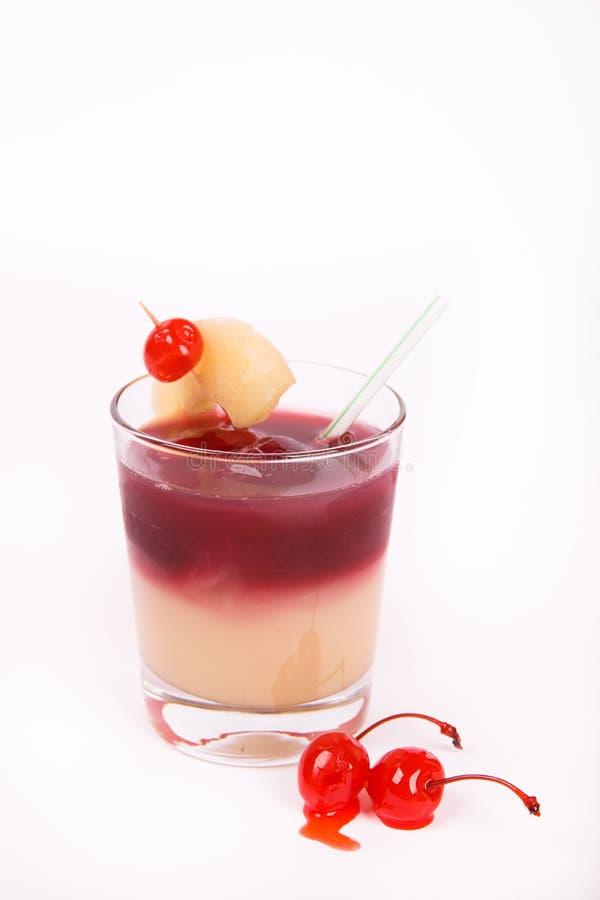 Bebida do álcool da cereja com gelo fotografia de stock royalty free