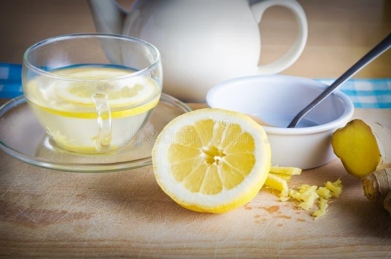 Bebida do mel e do gengibre do limão fotos de stock