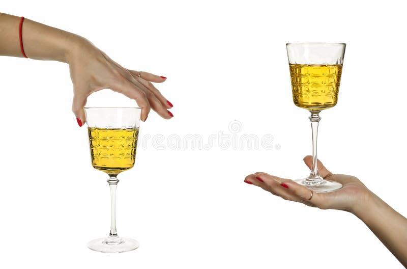 Bebida forte, alcoólica, vidro, uísque, grappa, vinho, a mão da mulher fotos de stock