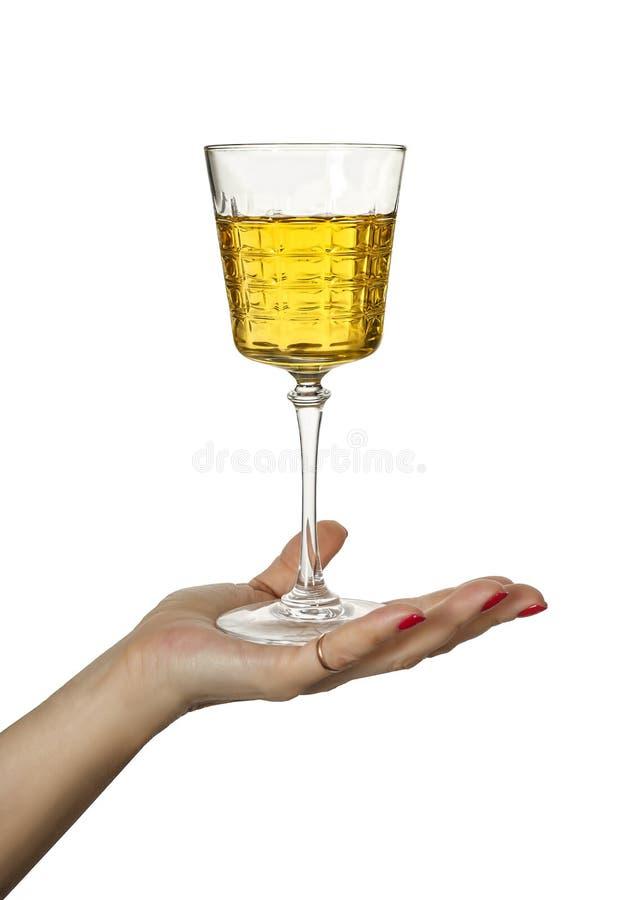 Bebida forte, alcoólica, vidro, uísque, grappa, vinho, a mão da mulher imagem de stock royalty free