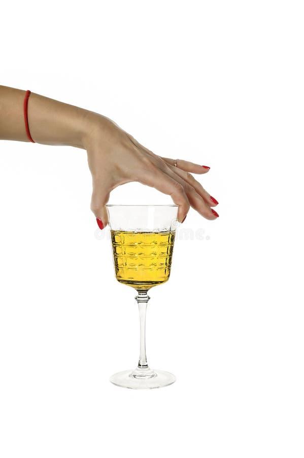 Bebida forte, alcoólica, vidro, uísque, grappa, vinho, a mão da mulher fotografia de stock royalty free