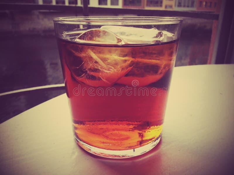 Bebida fría, hielo, frío, vidrio, tabla, río fotos de archivo