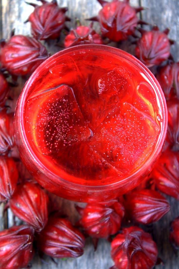 Bebida fresca de Rosella ou de fruto do roselle fotos de stock