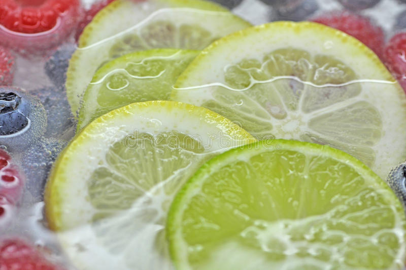 Bebida fresca do perfurador do cal do limão fotos de stock royalty free