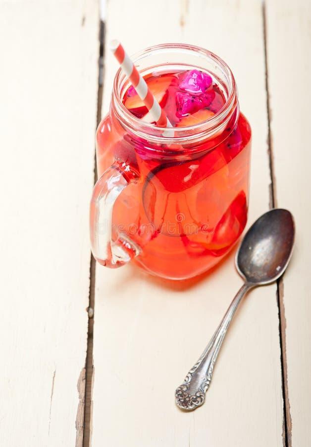 Bebida fresca do suco de fruta mixa imagens de stock royalty free