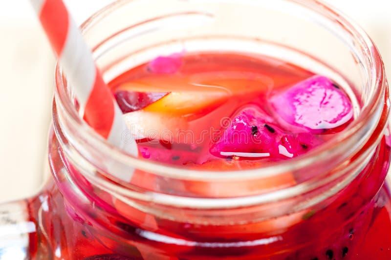 Bebida fresca do suco de fruta mixa imagem de stock