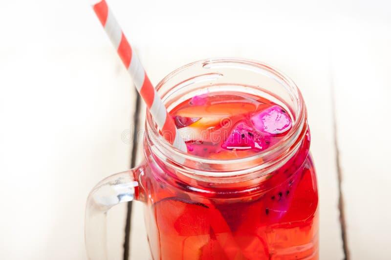 Bebida fresca do suco de fruta mixa fotos de stock