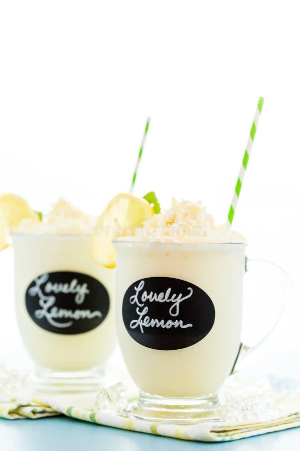 Bebida fria do limão bonito fotografia de stock royalty free