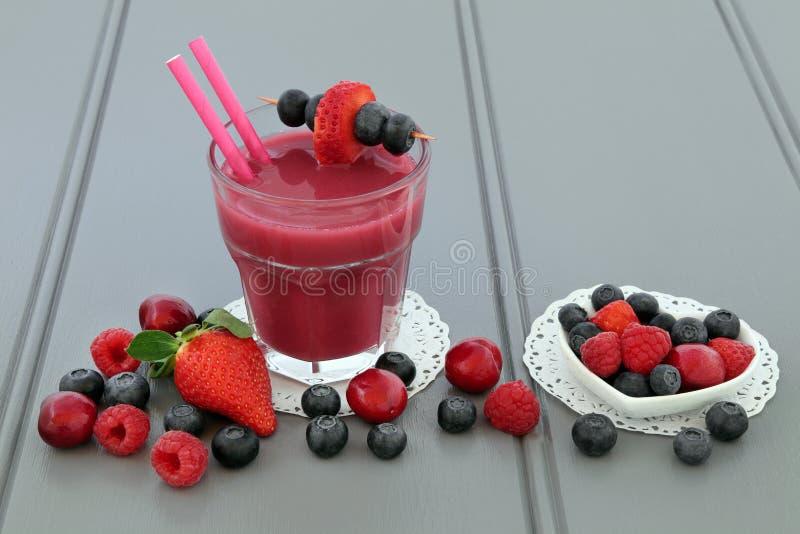 Bebida mezclada de la salud del Smoothie de la fruta imagenes de archivo