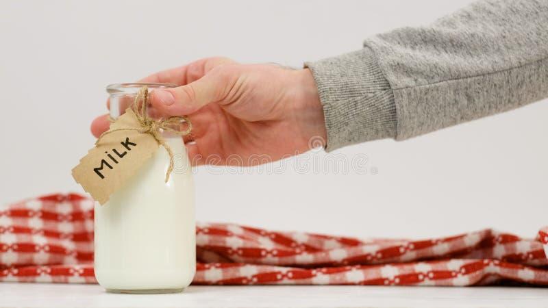 Bebida natural sana del producto lácteo de la botella de leche imágenes de archivo libres de regalías