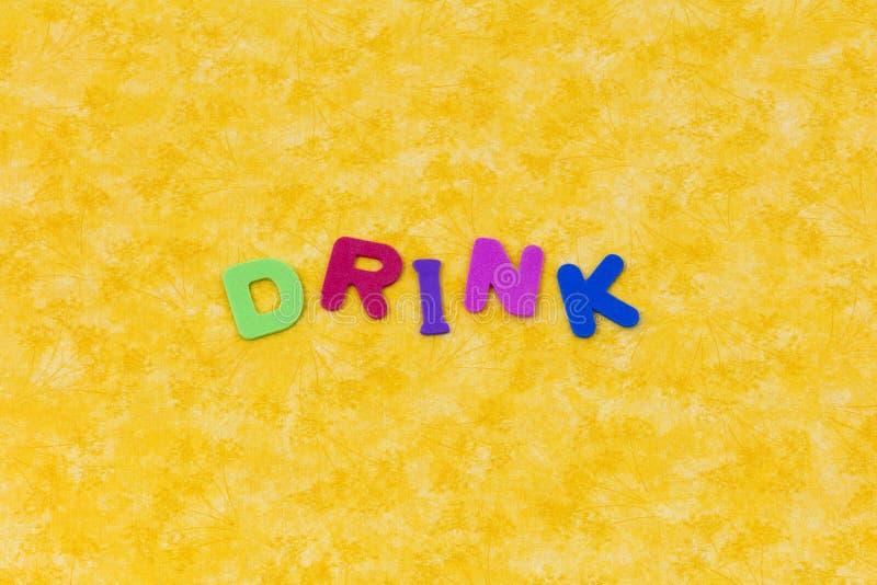 Bebida que bebe letras líquidas de los niños de las letras del agua de la actividad libre illustration