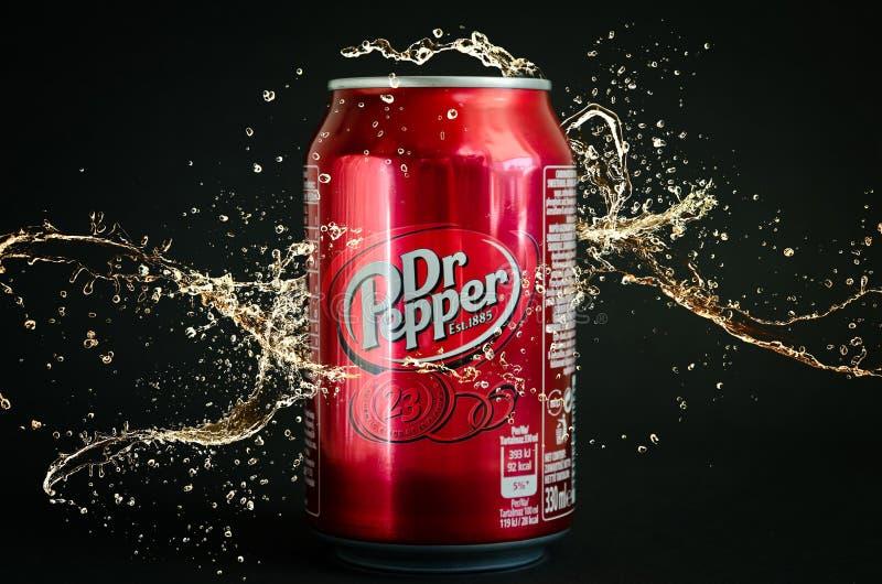Bebida suave de la cola del Dr. Pepper fotografía de archivo libre de regalías